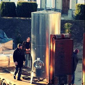 Arrivée de nouvelles cuves inox au Château de Paraza