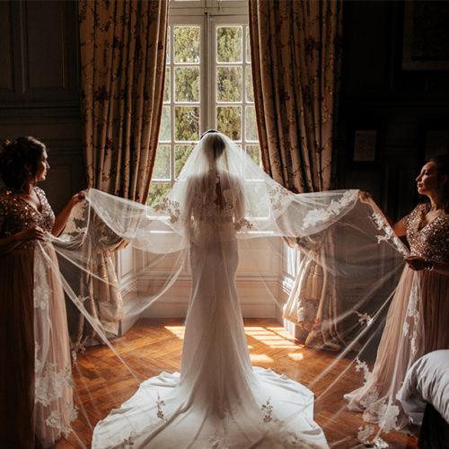 Mariage au Château de Paraza. Préparation de la mariée. Photo de Angelo Lacancellera