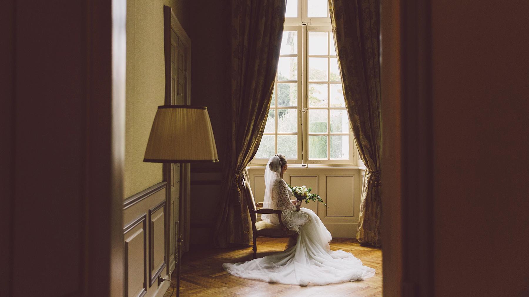 Bride-at-Chateau-de-Paraza-_slide