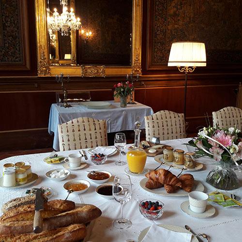 Petit déjeuner au Château de Paraza